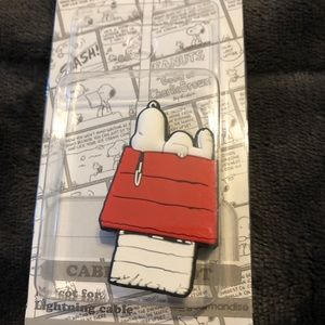 Snoopy on Doghouse Cable Bite NWT